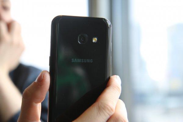 Samsung анонсировала бюджетный смартфон Galaxy J7 Prime 2