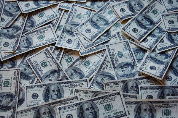 Житель Канады заработал 12 млн долларов благодаря лотерейному билету