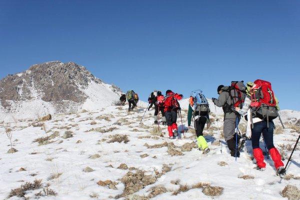 В Японии под лавиной погибли три альпиниста