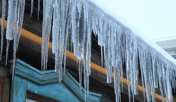 В Воронеже кусок льда с крыши убил прохожего