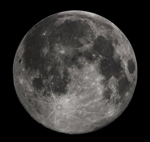 Аномальное явление: Уфолог обнаружил на поверхности Луны колесо