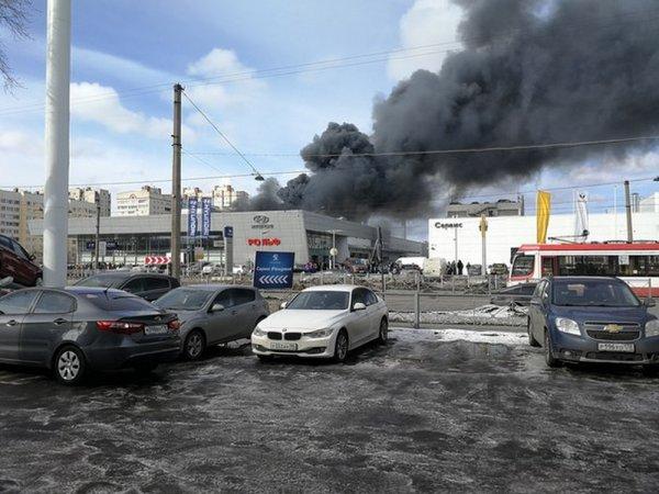 В Петербурге пожару в автоцентре присвоили высший ранг сложности