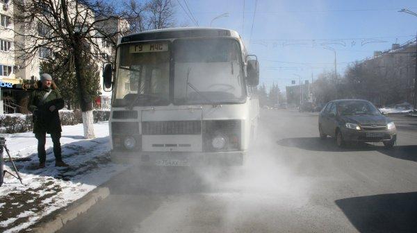 Во время проверки ТЦ Владимира загорелся автобус МЧС с журналистами