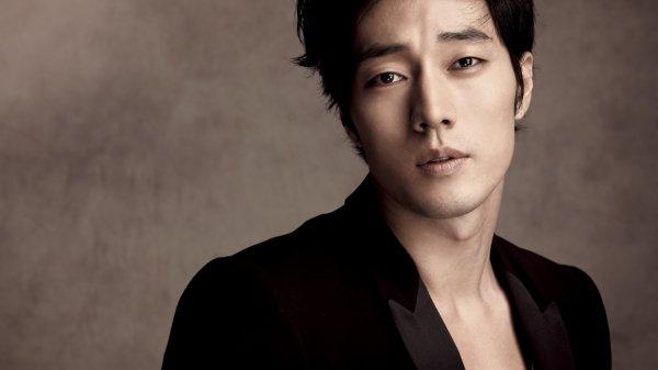 Популярный корейский исполнитель Сео Мин Ву обнаружен мертвым в своем доме