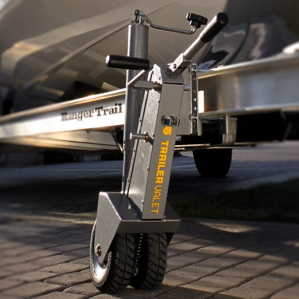 Создан маленький дистанционный робот, способный поднять автомобиль