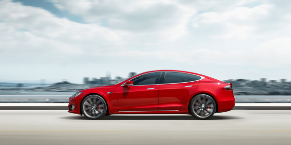 Tesla отзывает 123 тыс. седанов Model S для замены гидроусилителя руля