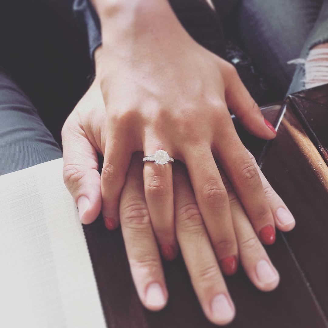 Анфиса Чехова сообщила освадьбе ипоказала помолвочное кольцо