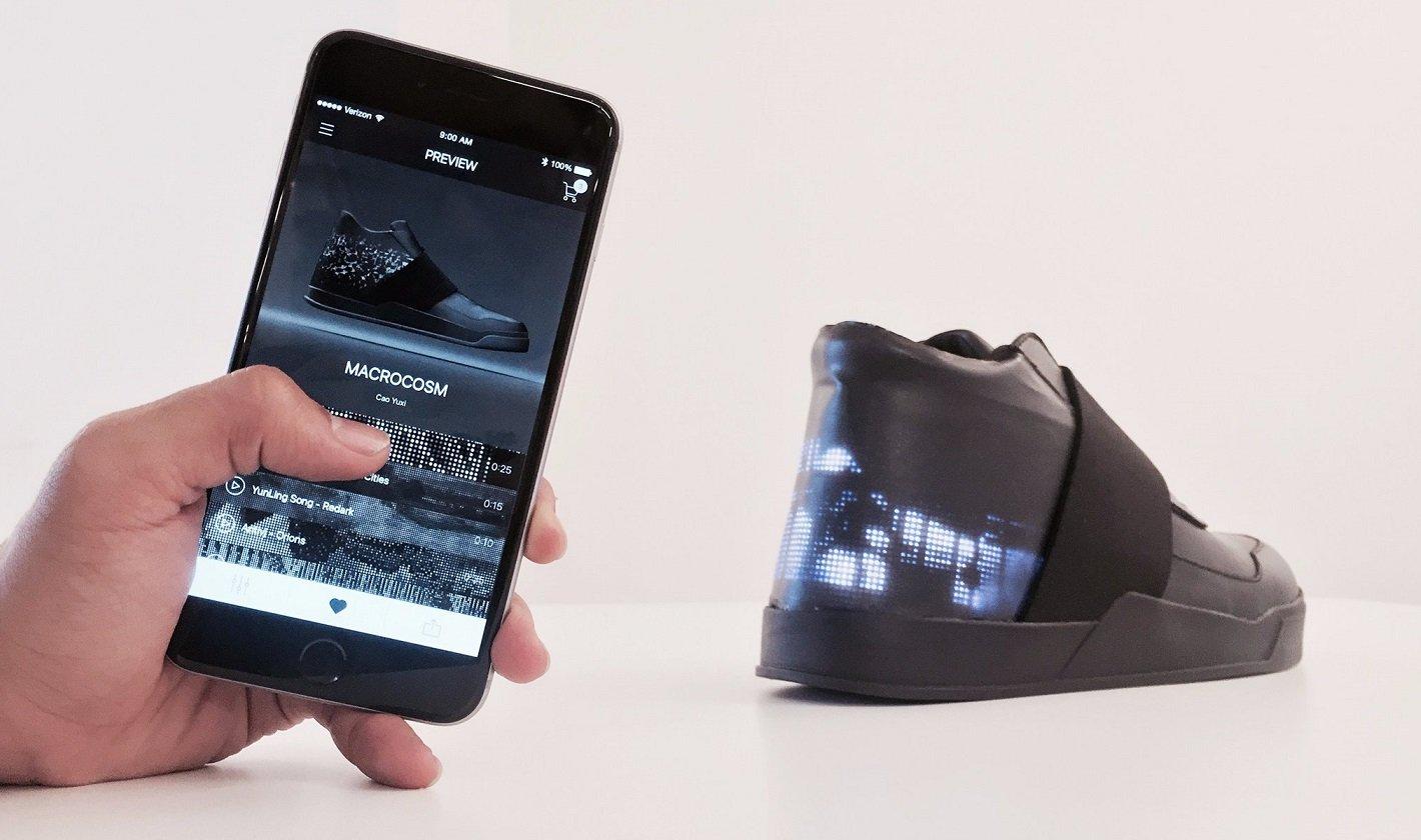 cbe3f84a Компания T-Mobile продемонстрировала удивительный гибрид смартфона и  кроссовок