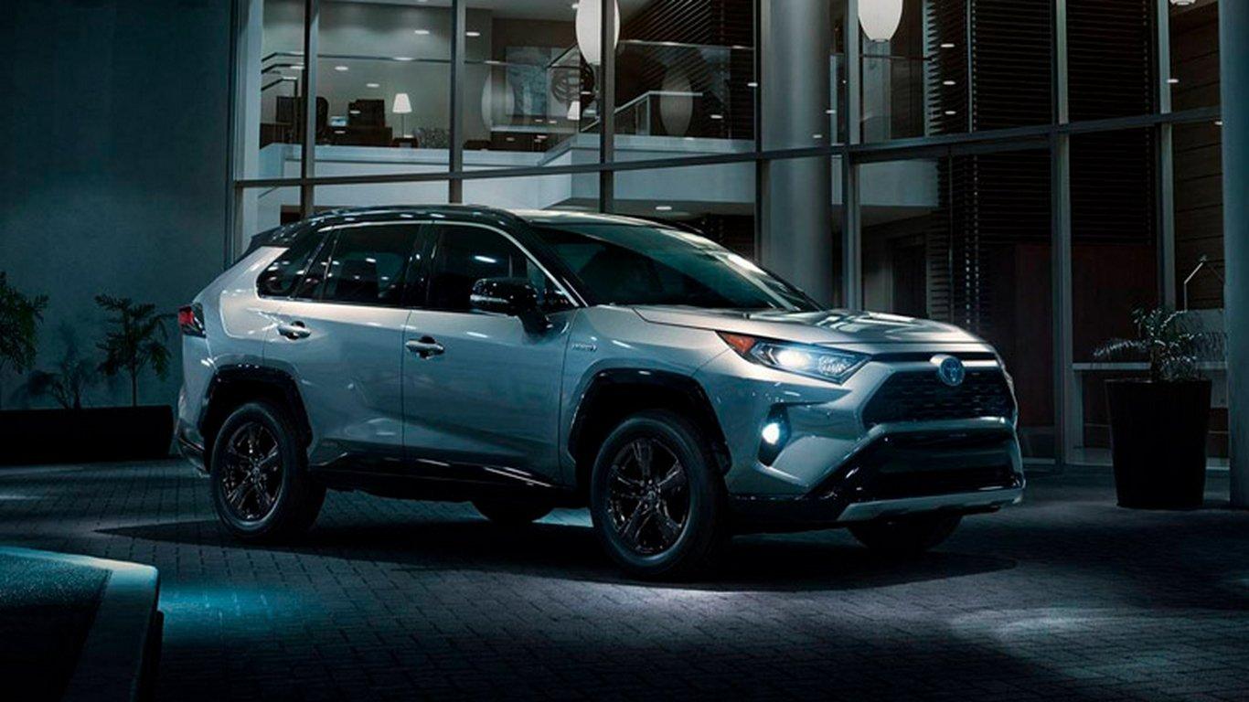 Кроссовер Toyota RAV4 может получить семиместный вариант