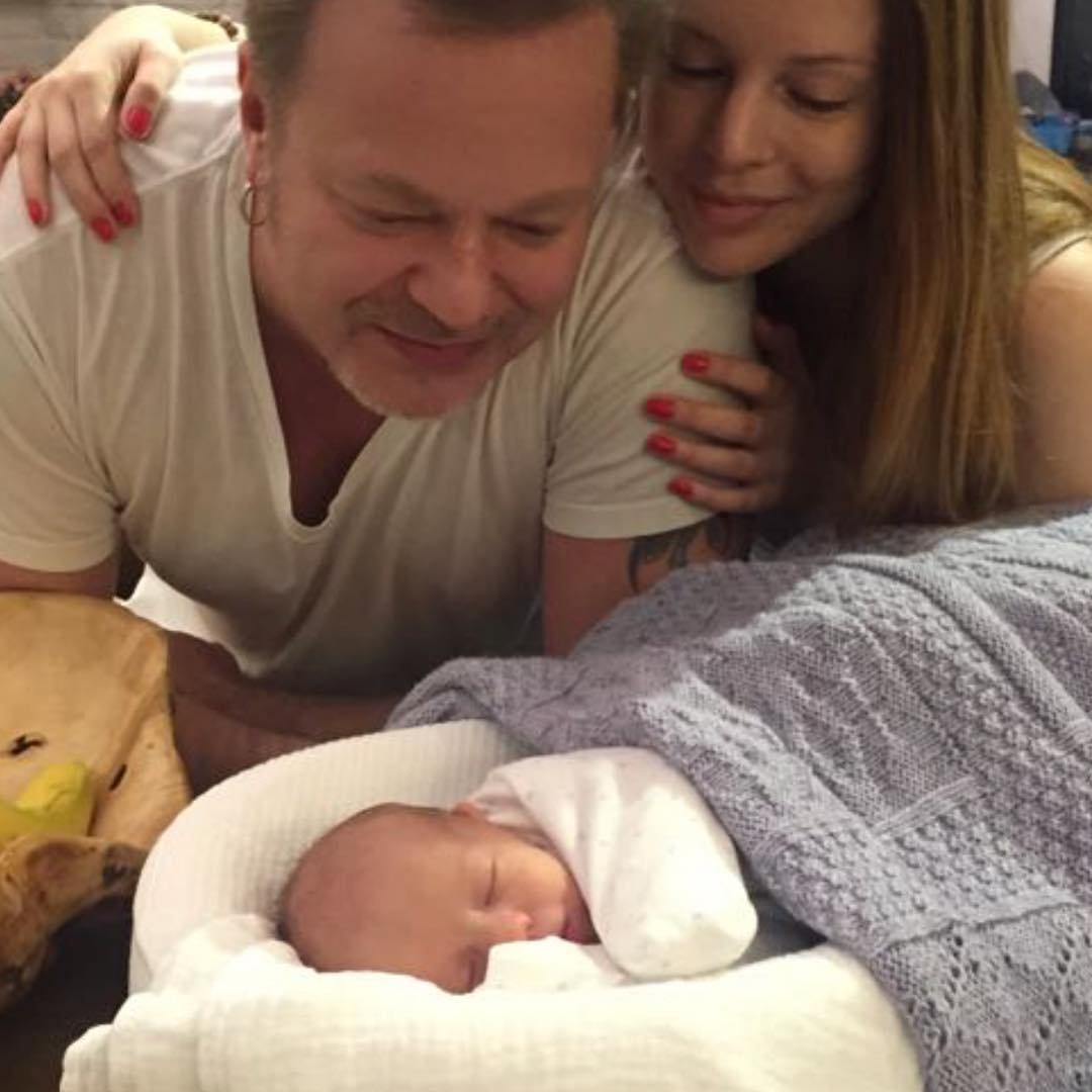 «Неужели усыновили?» Владимир Пресняков продемонстрировал новорожденного ребенка