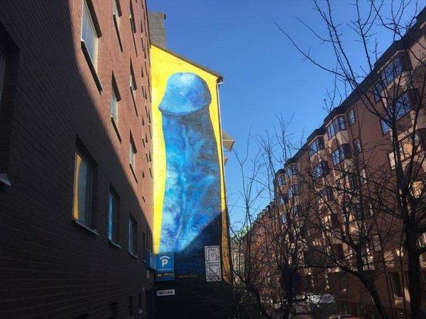 В Стокгольме появился огромный голубой член