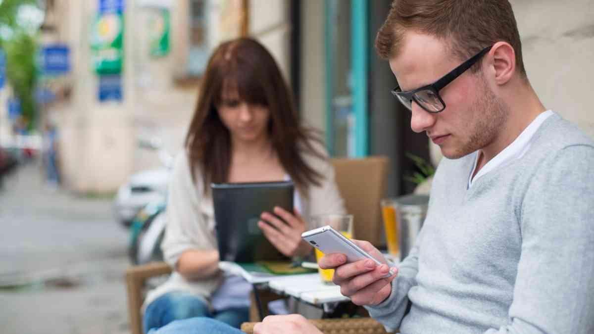 Зависимость отэлектронных устройств делает людей несчастными— исследование