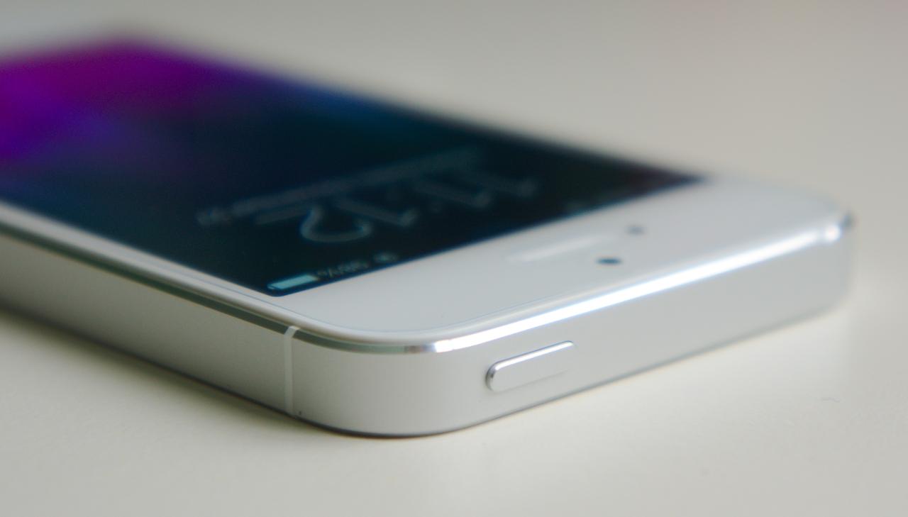 Специалисты считают, что осенью вцене опустится iPhoneSE