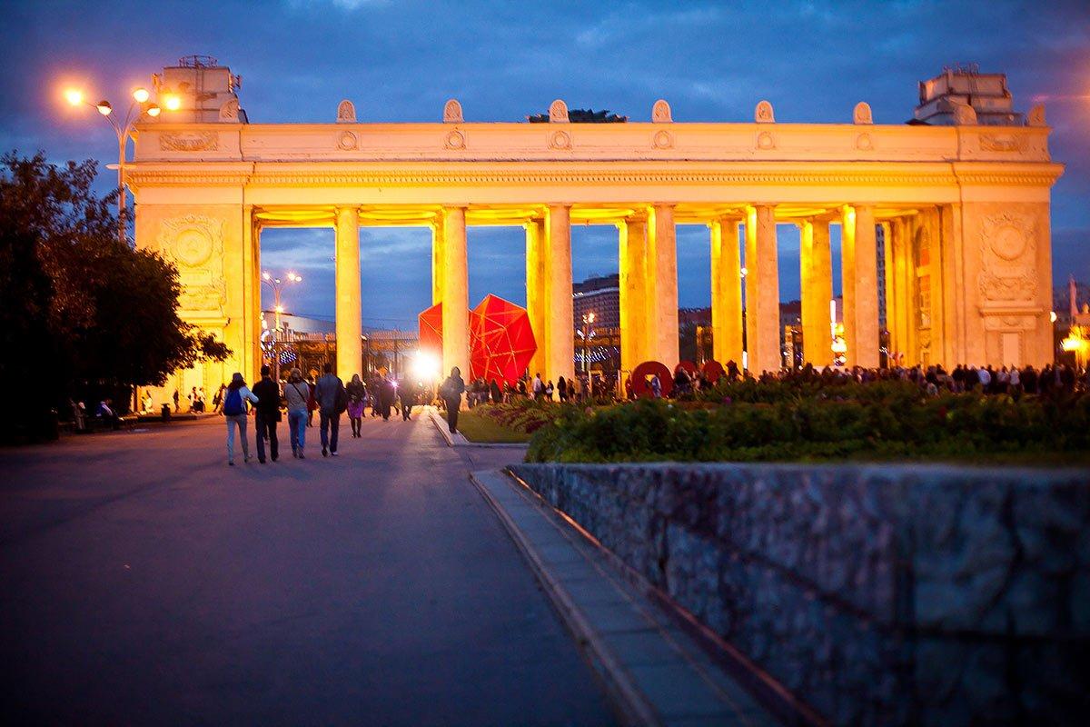 Парк Горького в столице России закрыт из-за непогоды
