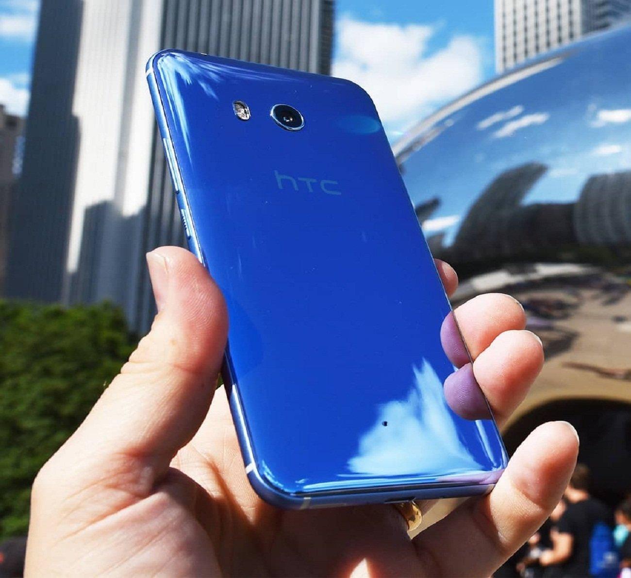 Названы дата премьеры ицена смартфона HTC U12+