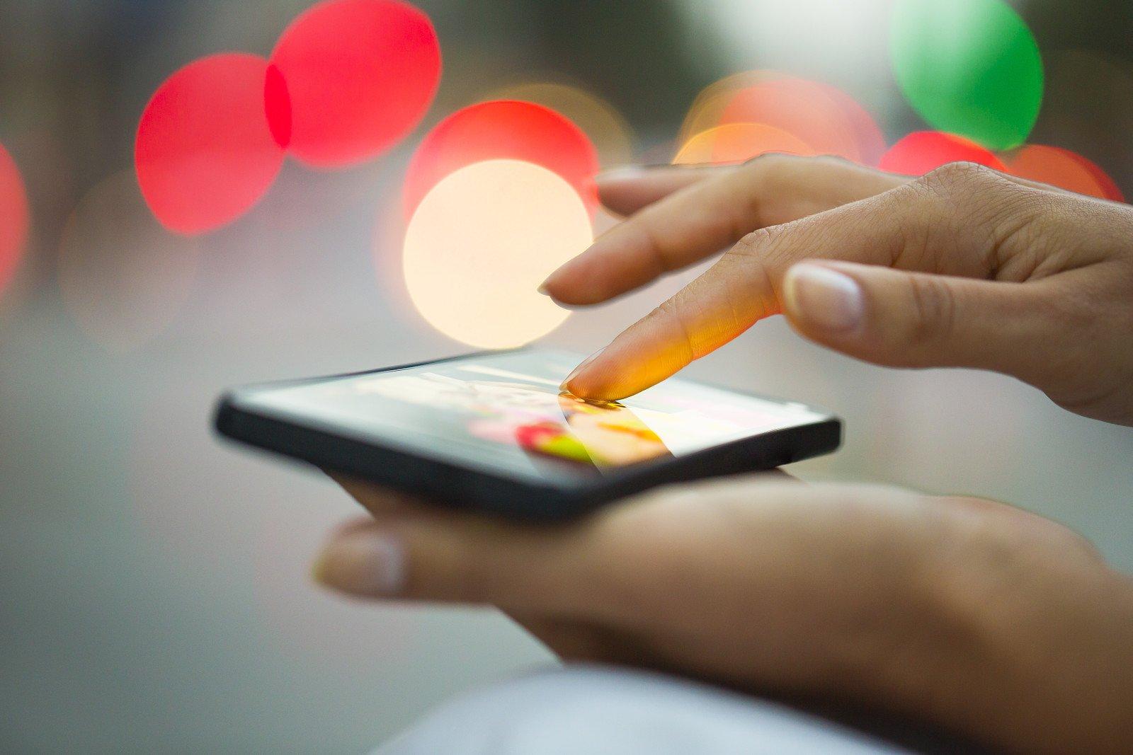 ФАС предложила обязать предустанавливать на телефонах русские приложения