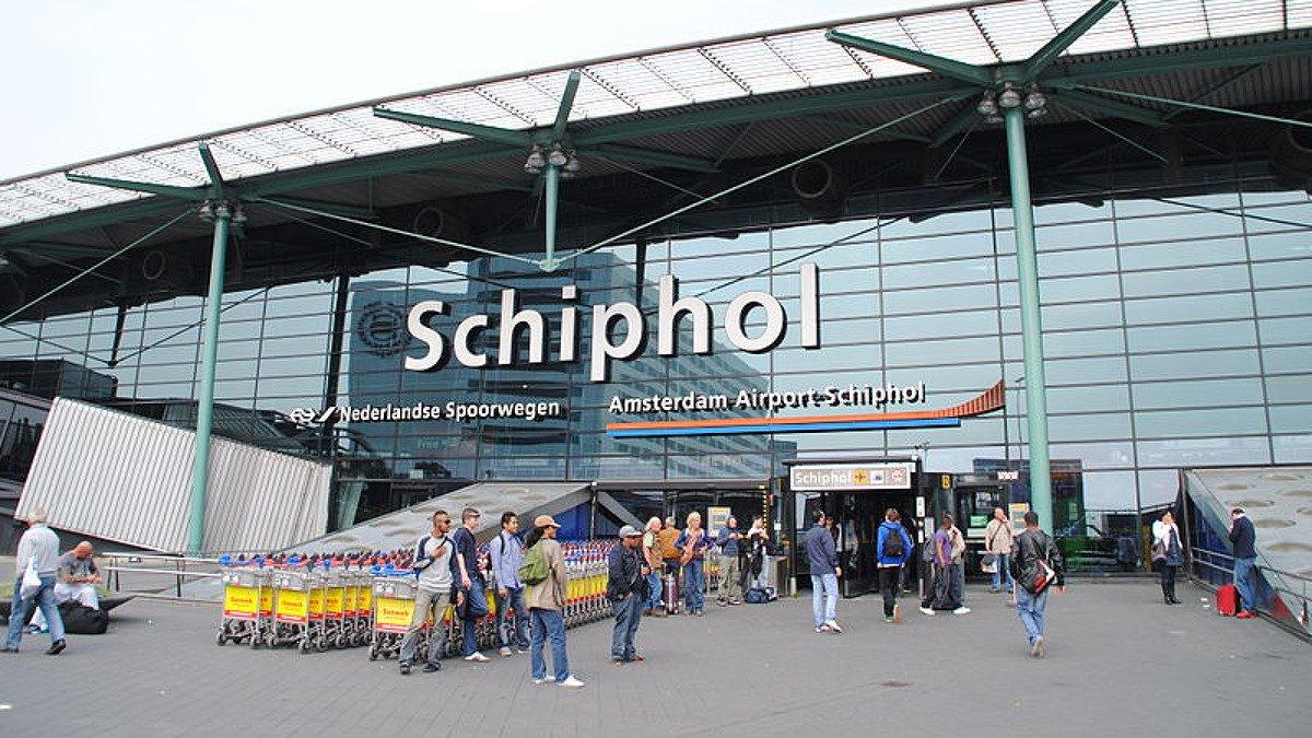 Ваэропорту Амстердама отменяют рейсы из-за трудностей сэлектричеством