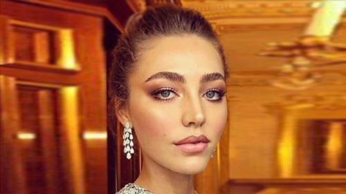 964de3443eb Невестка российского миллиардера носит серьги за 35 млн рублей   Шоу ...