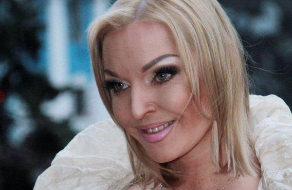 Анастасия Волочкова без макияжа поздравила с Вербным воскресеньем