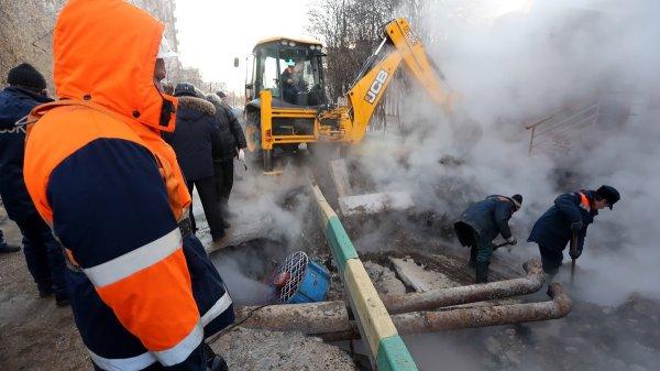 В Кемерово устраняют прорыв трубопровода с горячей водой