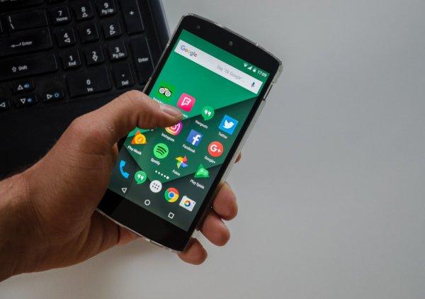 Российские ученые разработали бюджетный способ защиты смартфона от перегрева