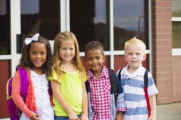 В США школьный спектакль с масками чернокожих детей обвинили в расизме