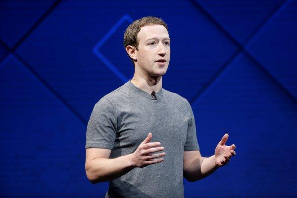 Марк Цукерберг отчитал главу Apple за критику в адрес Facebook