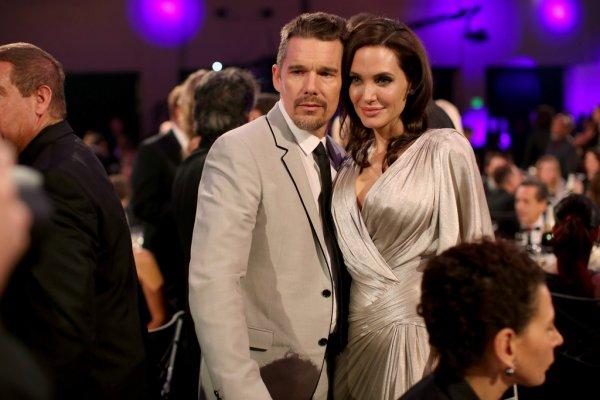 Анджелина Джоли пытается разлучить семью актера Итана Хоука
