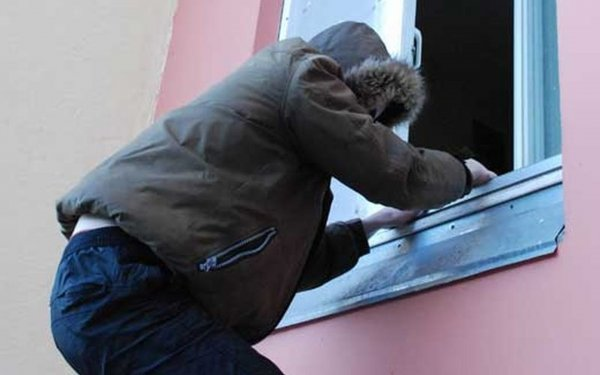 В Петербурге изнасиловавшего 15 женщин маньяка-форточника посадили на 8,5 лет