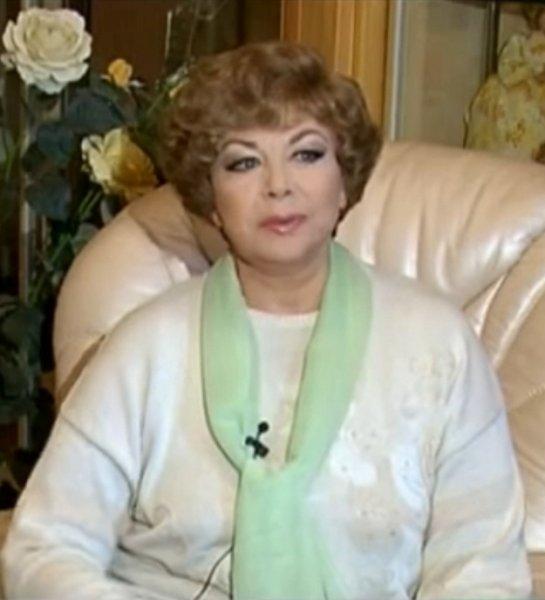 Эдиту Пьеху срочно отправили в больницу в Петербурге