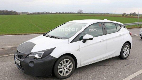 Во время тестов был замечен обновленный хэтчбэк Opel Astra