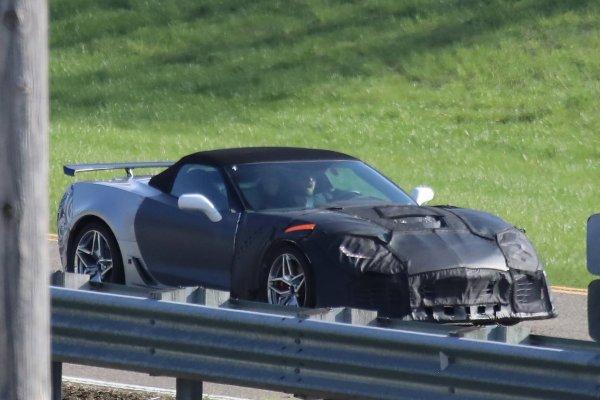 В сеть просочились фотографии Chevrolet Corvette с новым двигателем