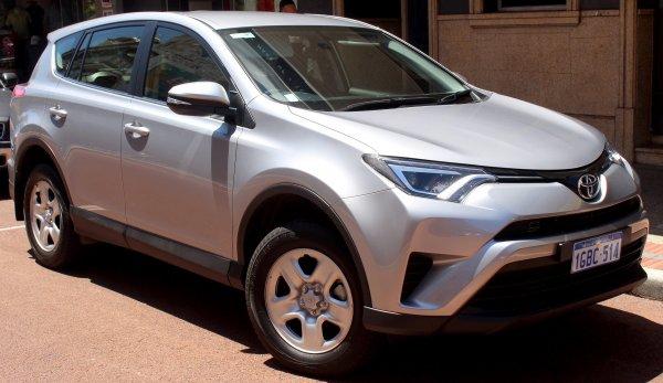 Внедорожник Toyota RAV4 в марте стал самой продаваемой моделью бренда в России