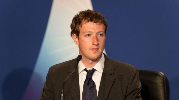 Facebook удаляет сообщения Цукерберга из-за взлома Sony Pictures в 2014 году