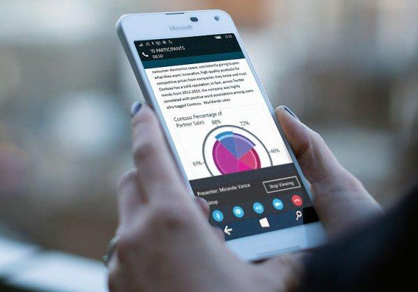 Компания Microsoft показала патент на смартфон с двойным дисплеем