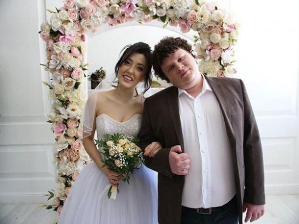 Актер Евгений Кулик официально вступил в брак с Ригиной Гайсиной