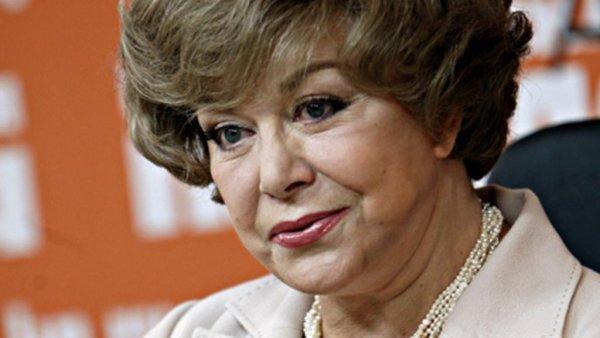 Эдита Пьеха опровергла слухи, что её бросили родные