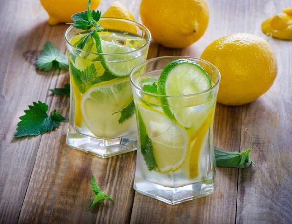 Диетологи: Употребление воды с лимоном опасно для здоровья