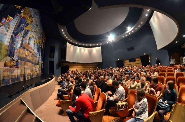 Минкультуры обяжет школьников посещать театр