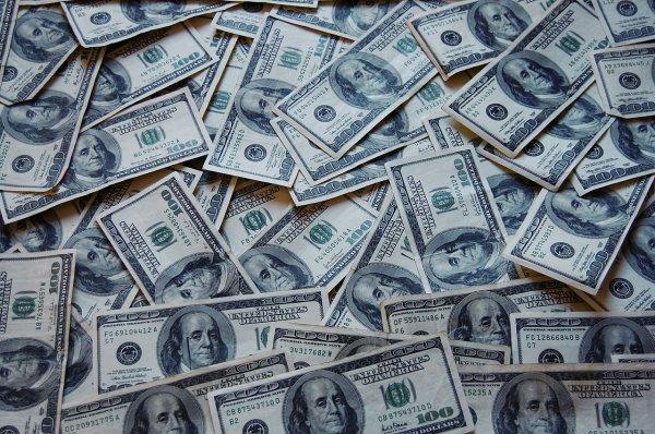 Ученые: Потерять богатство так же вредно для здоровья, как и не иметь его