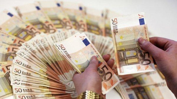 Москвичке обменяли миллион рублей на поддельные евро из «банка приколов»