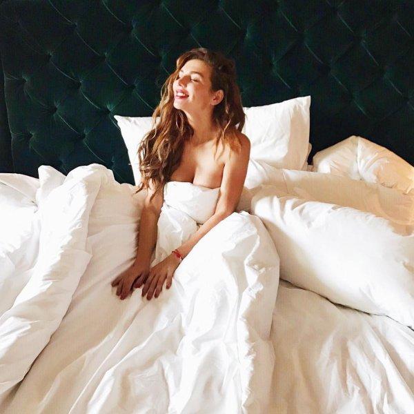 Анна Седокова опубликовала постельное фото