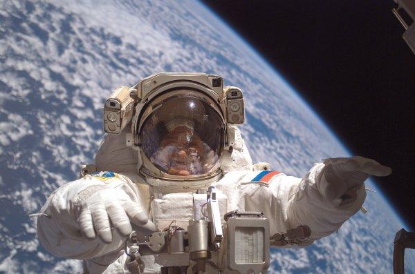 Около трети россиян хотят видеть своих детей космонавтами в будущем