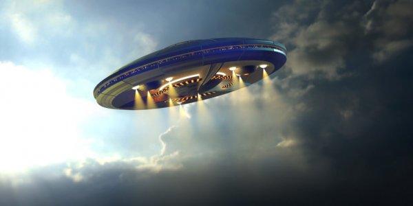 Они среди нас: В Сети появилось видео светящегося НЛО в Италии