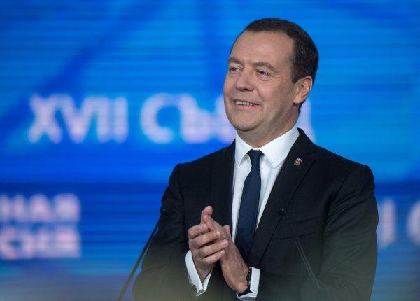 Дмитрий Медведев в День космонавтики отметил достижения российских ученых