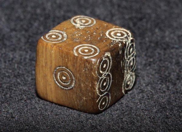 В Норвегии нашли 600-летнюю игральную кость для жульничества