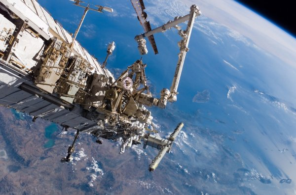 Космонавт рассказал гимназистам о встрече с НЛО