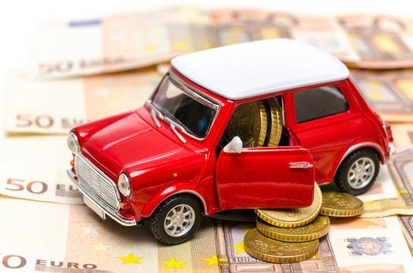 Эксперты: Как падение рубля повлияет на цены на автомобили