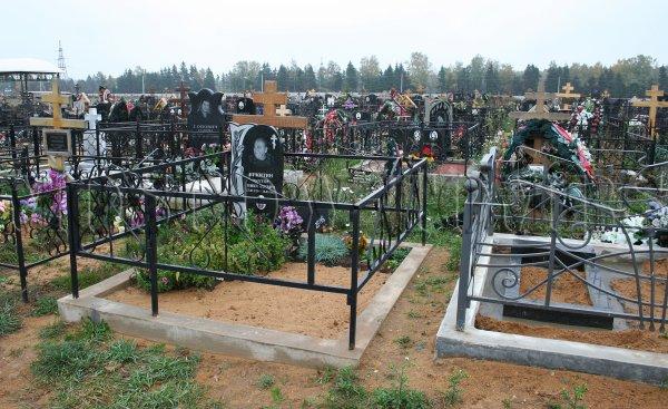 В Ростове на Северном кладбище могилы ушли под землю