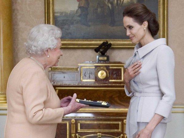 Анджелина Джоли поведала, чему Елизавета II научила ее детей
